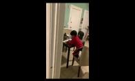Mama prigavo savo vaiką, ruošiantį namų darbus su Alexos pagalba
