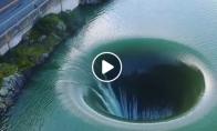 Ežero skylė