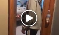 Vaikis sugalvoja būdą, kaip padaryti automatiškai užsidarančias duris
