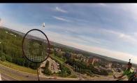 Badmintonas ant spaudos rūmų sienos Vilniuje