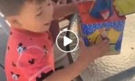 Vaikui nepatiko atsidaranti dėžė