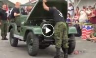 Kareiviai per porą minučių išrenka ir vėl surenka tarnybinį automobilį