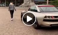 Super-automobilis be vairuotojo