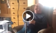 Senelio reakcija į Alexos bezdėjimą