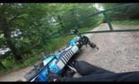 Motociklininką sustabdo uždari vartai