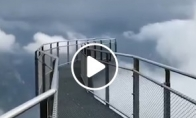 Tiltas link debesų Šveicarijoje