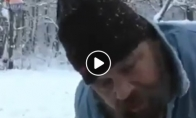 Sniego žmogus deklamuoja eilėraštį