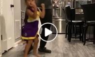 Mergaitės šokis su tėčiu
